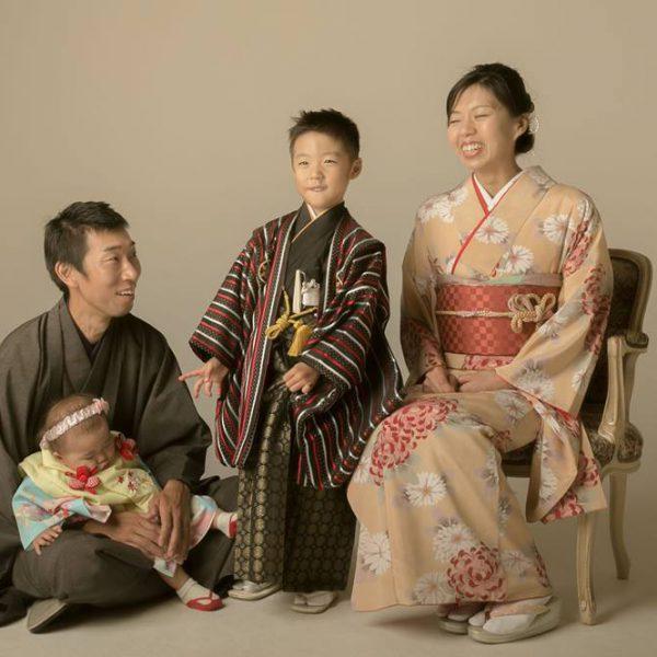 七五三の家族写真、家族そろって着物でお得に前撮りしませんか?